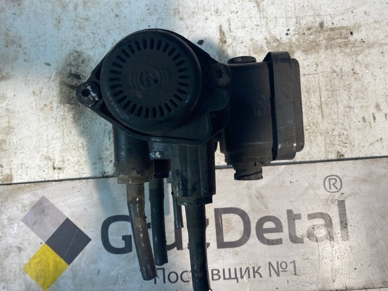 Кран управления тормозами прицепа