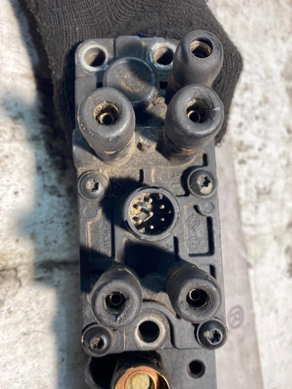 блок клапанов управления КПП