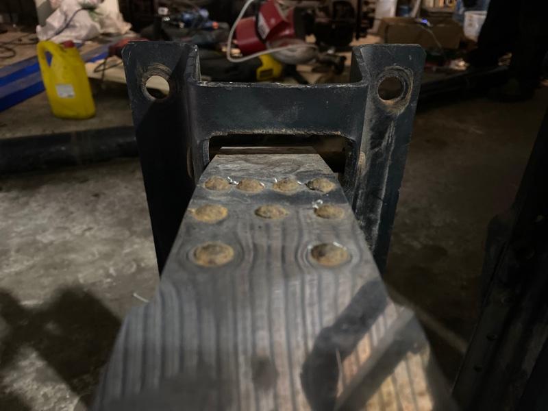 Кронштейн топливного бака
